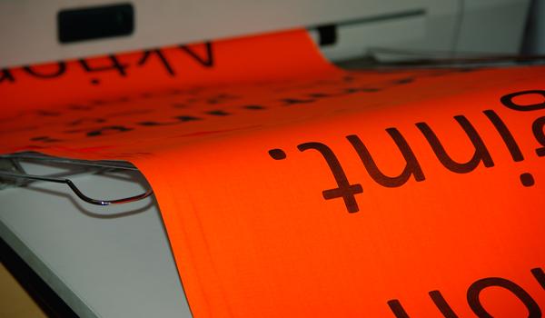 Entwerfen und Gestalten der gesamgten Geschäftsausstattung wir Flyer, Visitenkarten oder Briefpapier